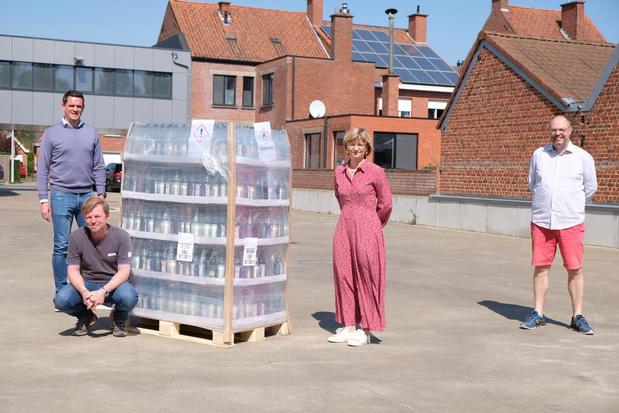 Unizo Roeselare schenkt handgel aan zelfstandige thuisverpleging