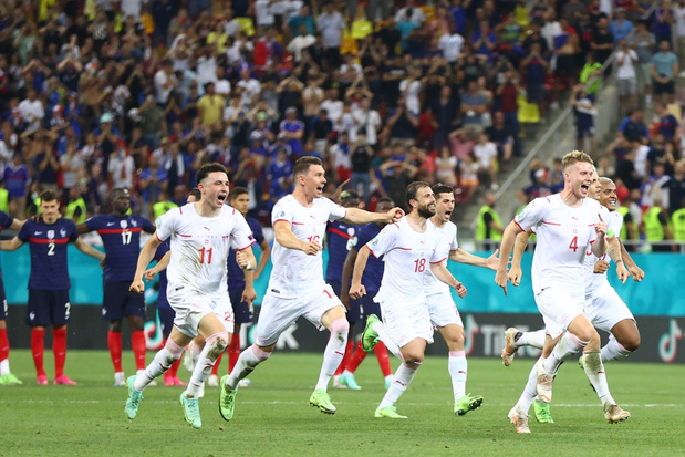 Frankrijk gaat er na strafschoppen uit tegen Zwitserland, Mbappé is de pineut