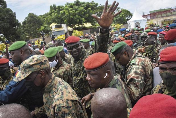 """Afrique de l'Ouest: militaires """"sauveurs de la nation""""?"""