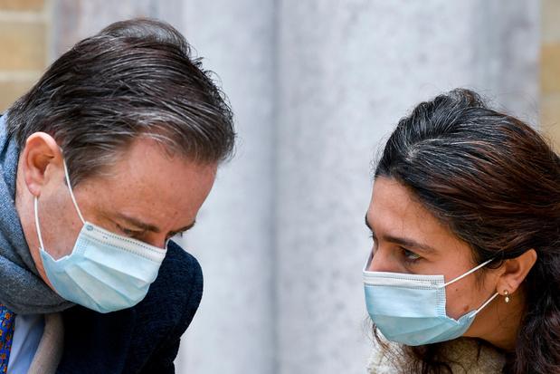 Bart De Wever trekt 'fluitend' naar PFOS-onderzoekscommissie: 'Own your shit'