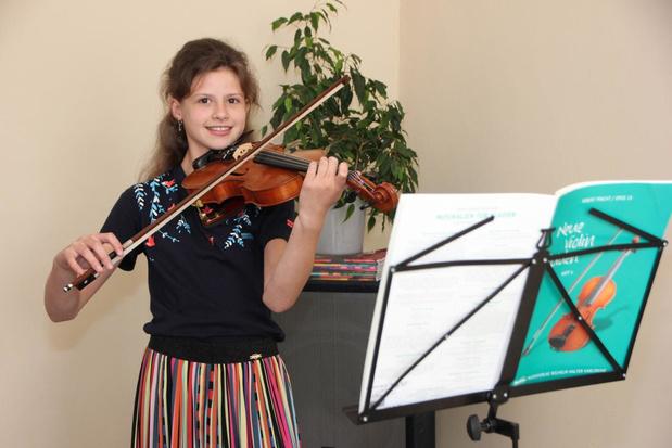 """Annalisa Devolder (12) trots op eerste eigen muziekstuk: """"Klassieke muziek is mijn leven"""""""