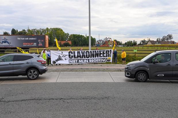 Vlaams Belang Izegem voert protestactie tegen Vivaldi-coalitie
