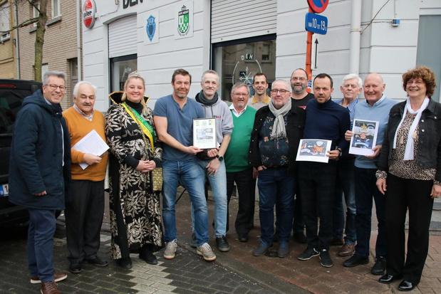 Café Den Oosthoek in Knokke-Heist wint eerste editie van de wedstrijd carnavalsraamschilderijen