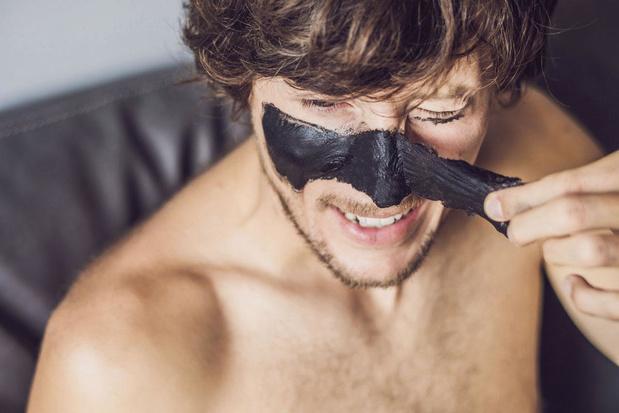 Le charbon, ingrédient star de la cosmétique masculine