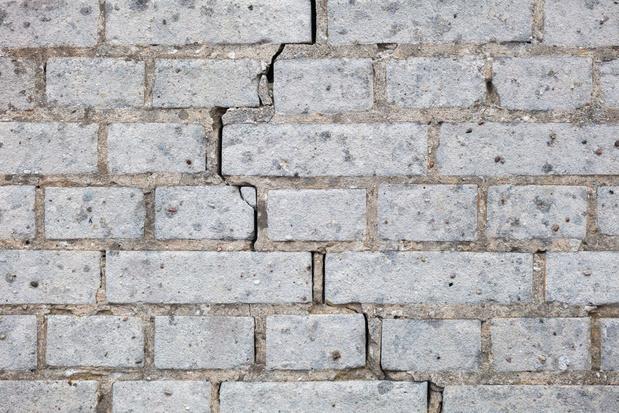 Droogterisico zit niet in premie brandverzekering: wie draait op voor barstende muren of wegzakkende fundamenten?