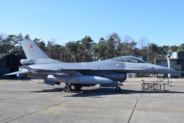 F-16 botst tegen gebouw in Leeuwarden, 2 Belgen in het ziekenhuis