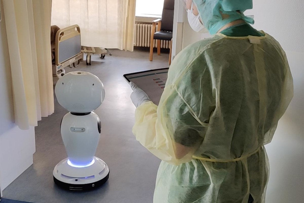 Zorgrobot James brengt geïsoleerde patiënten in contact met familie en vrienden