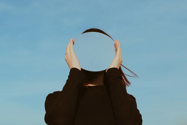 Wat je volgens de filosofie moet doen om tot zelfinzicht te komen