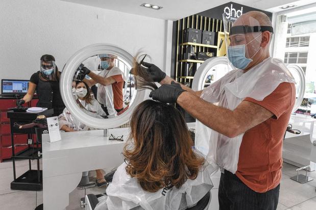 Ils doivent se réinventer: pour les coiffeurs, un afflux de clients à gérer au compte-gouttes