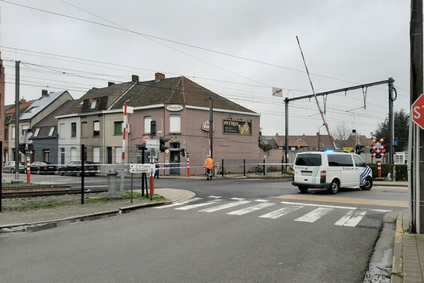 Spoorwegovergang Gullegemsesteenweg in Bissegem afgesloten voor verkeer