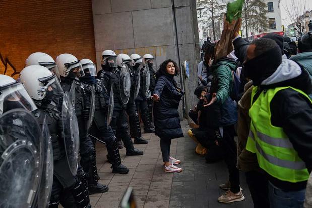 'Politici moeten het wantrouwen tussen burgers en politie niet oppoken, maar oplossingen zoeken'