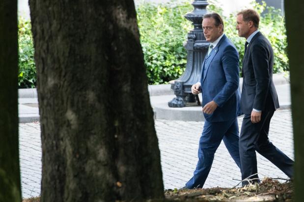 De Wever en Magnette brengen eerste keer verslag uit op het Paleis