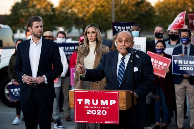 Trump en Biden zetten strijd in de rechtbank verder