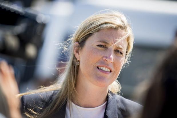 Minister Verlinden moet uitleg geven bij incident met gehoofddoekte kassierster in Ninove
