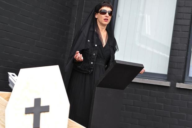 West-Vlaamse standenbouwers organiseren symbolische begrafenis voor beurzensector