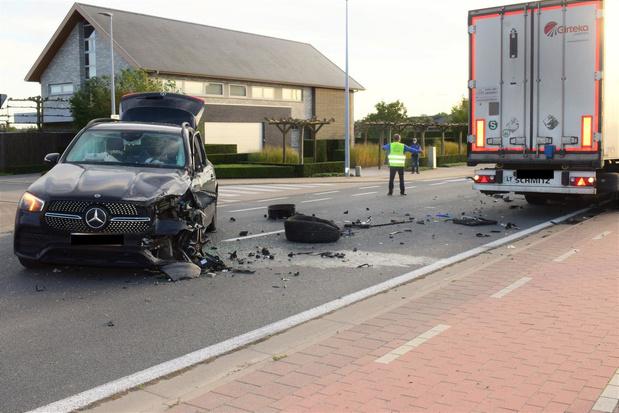 Geen gewonden bij spectaculair ongeval in Beselare