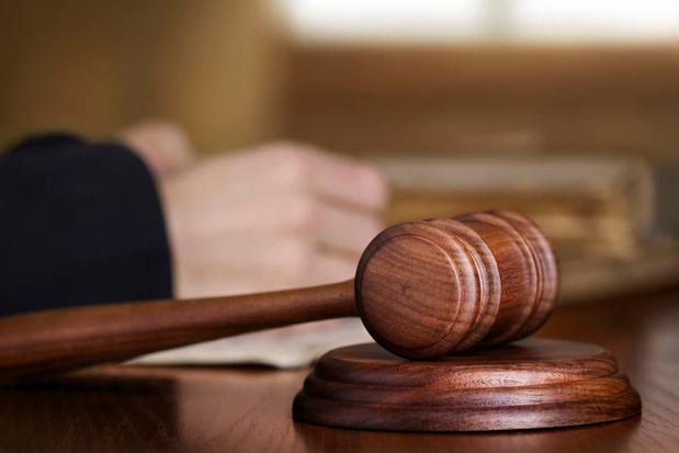 """Beernemnaar riskeert jaar cel voor uitbuiting zwakbegaafd lief: """"Hij behandelde haar als een huisslaafje"""""""