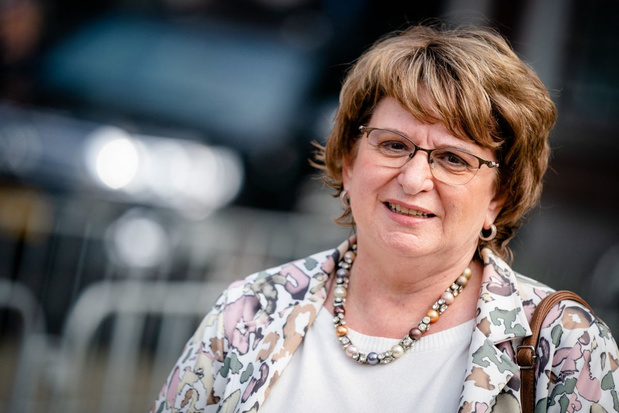 Nederlands informateur Hamer biedt eindverslag aan Tweede Kamer aan