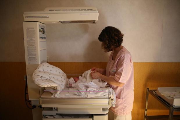 """Sages-femmes : la réduction du nombre de maternités est """" la solution de facilité """""""