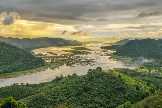 De Mekong rivier is plots helemaal van kleur veranderd