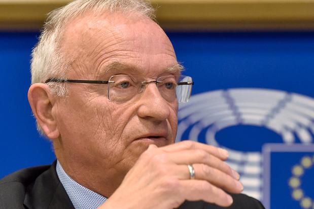 Oppositie voelt Luc Van den Brande aan de tand over crisis tijdens bezoek aan de VRT