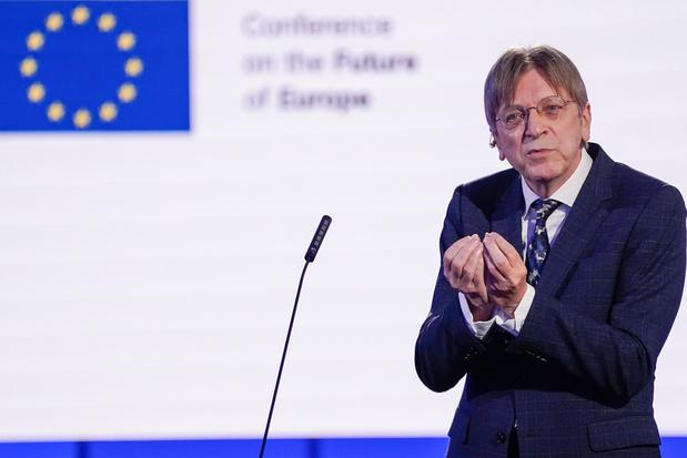 Guy Verhofstadt in top 4 van Europarlementsleden met meeste bijverdiensten