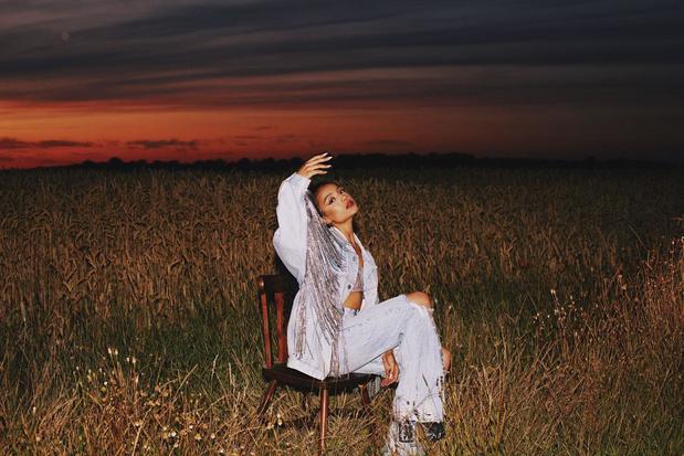 De speelse r&b van Lyna is het perfecte tegengif voor toxische tijden