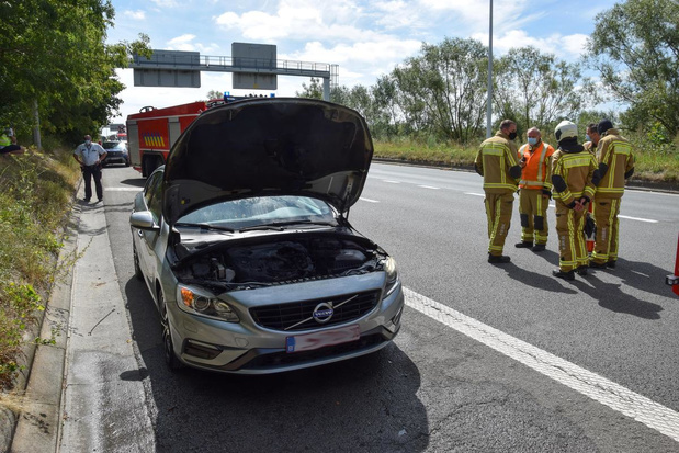 Wagen brandt uit op ei in Kortrijk
