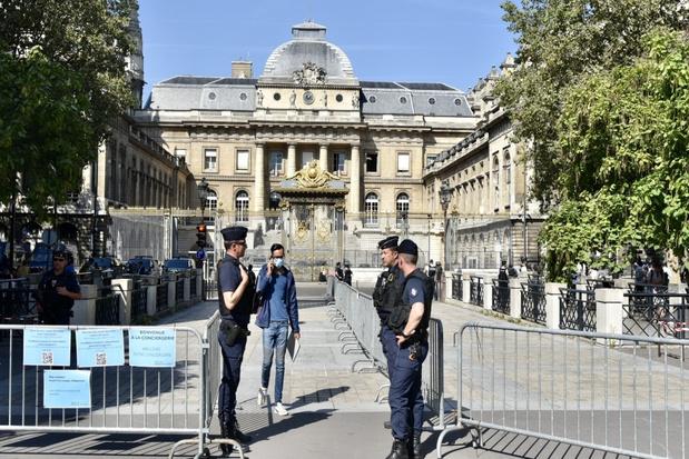 Aanslagen Parijs: Abdeslam vindt dat hij al jaren 'als hond wordt behandeld'