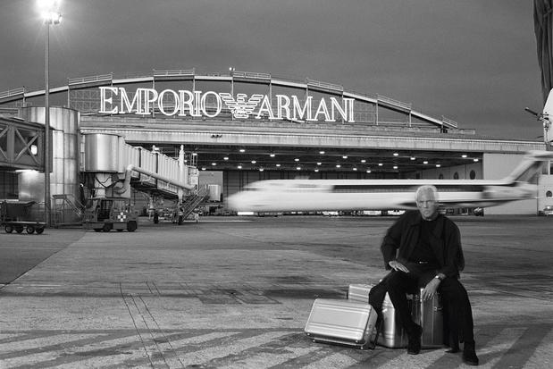 Emporio Armani blaast veertig kaarsjes uit: 'Mode overleeft niet enkel digitaal'