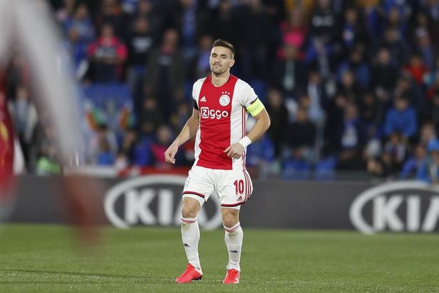 Ajax moet crisis bedwingen