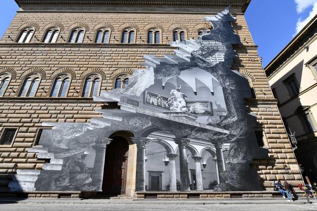 Kunstwerk van Franse artiest JR lijkt Palazzo Strozzi in Firenze open te scheuren
