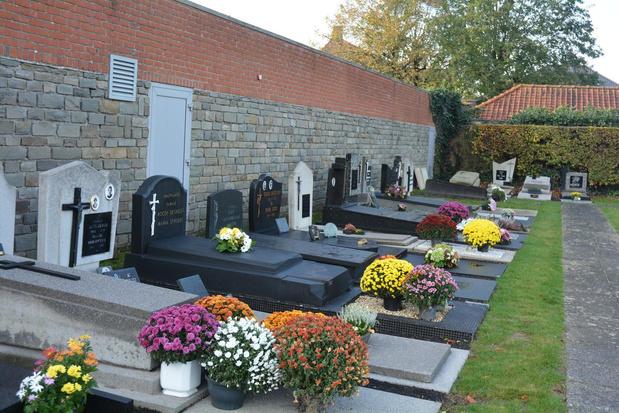Te veel scheefgezakte graven op begraafplaats in centrum Oostrozebeke