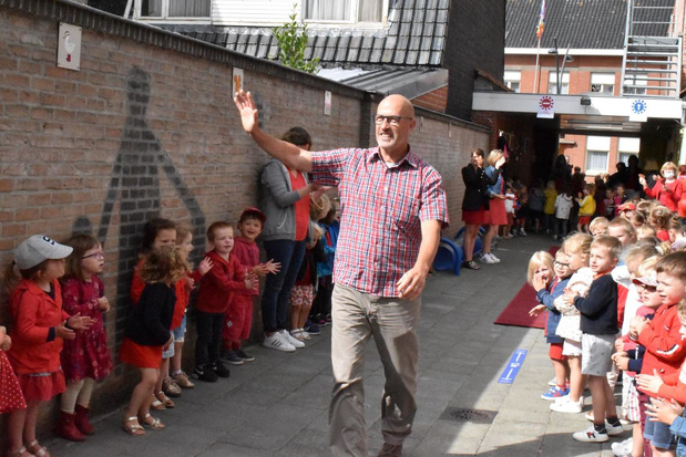 Meester Luk Druart trekt de schoolpoort achter zich dicht