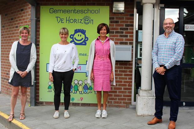 Juf Leen Verdievel neemt na 40 jaar afscheid van basisschool De Horizon in Snaaskerke
