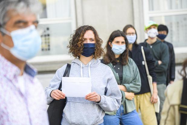 Mondmaskers in de klas: hippe stofjes toegelaten, sjaals en bandana's niet