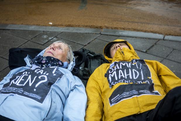 Toestand hongerstakers in Begijnhofkerk wordt kritiek, open brief aan koning Filip