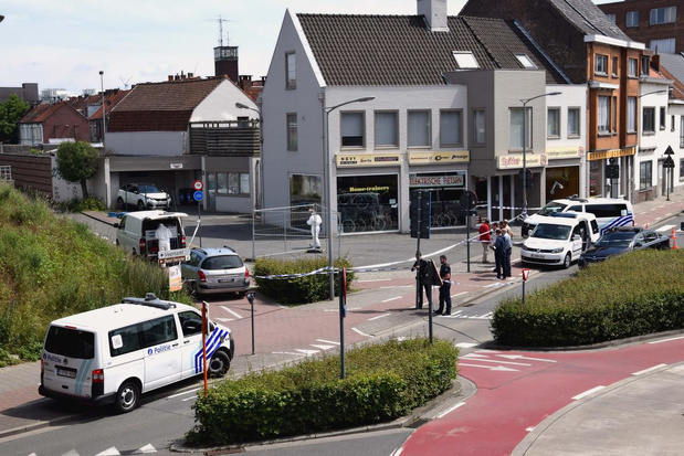 Tien agenten en politiezone Vlas vragen schadevergoeding van spoorloze messentrekker