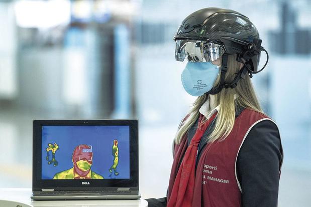 Des casques et des lunettes prennent la température de la population à distance