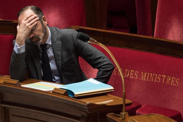 """Pénuries d'équipements : le Premier ministre français s'alarme d'une """"vague élevée"""" qui """"déferle"""" sur le pays"""