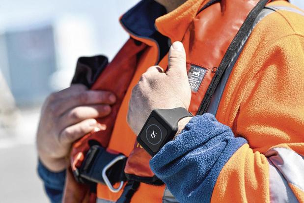 Un bracelet intelligent anti Covid-19 testé au port d'Anvers