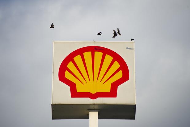 Shell klimt uit de diepe rode cijfers