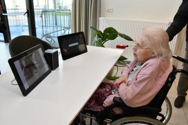 Familie kan digitaal 'binnenkomen' op de kamer bij bewoners van WZC's in Kortrijk