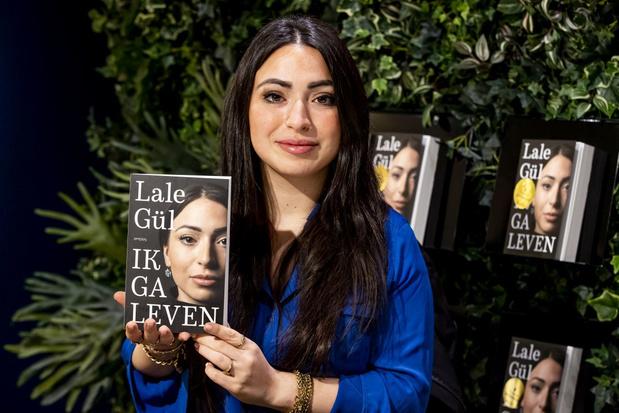 Nederlandse schrijfster Lale Gül werkt, ondanks bedreigingen, aan een tweede boek