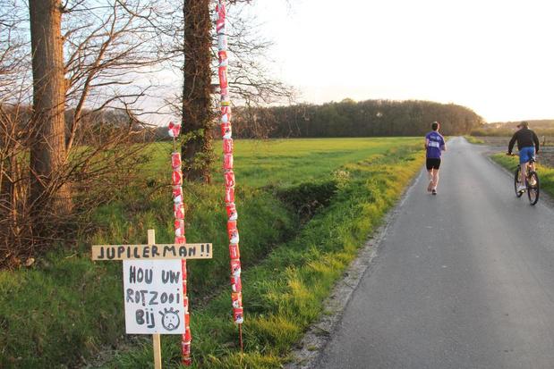 'Jupilerman' vervuilt platteland, buurtbewoners waarschuwen met 'Jupilertorens'