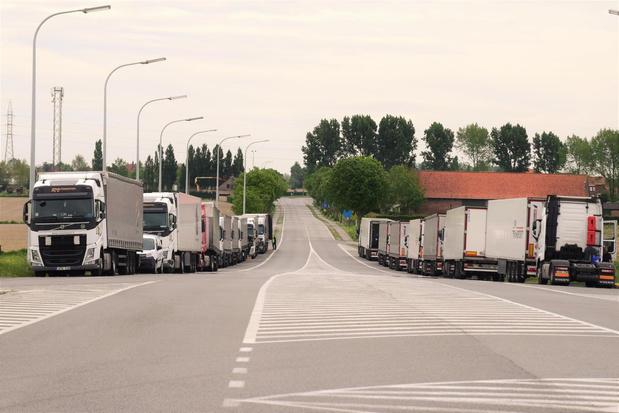 Vrachtwagens zorgen voor overlast bij A19-afrit Beselare
