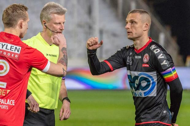 KV Kortrijk-aanvoerder Derijck tot eind seizoen met regenboogband