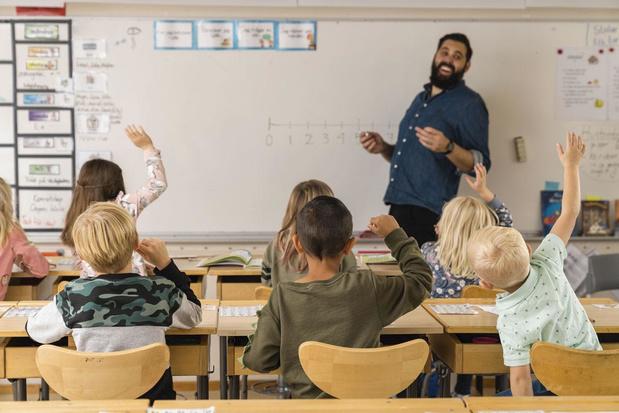 """Une sacrée paire de profs : """"il devait se sentir un peu seul, dans la salle des profs, Monsieur Thonnard. Parce qu'en maternelle, ils sont juste 2%"""""""