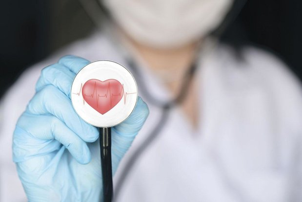 Le risque de complications cardiovasculaires aiguës triplé?