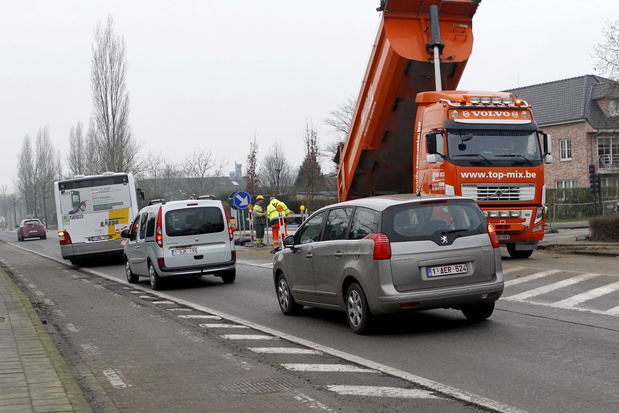Zware verkeershinder in Eernegem is achter de rug